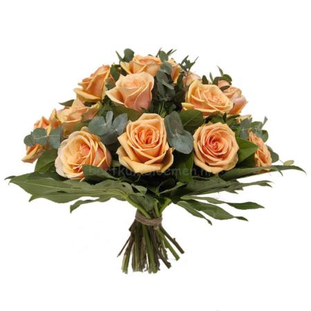 boeket bloemen zalm-oranje rozen met groen.