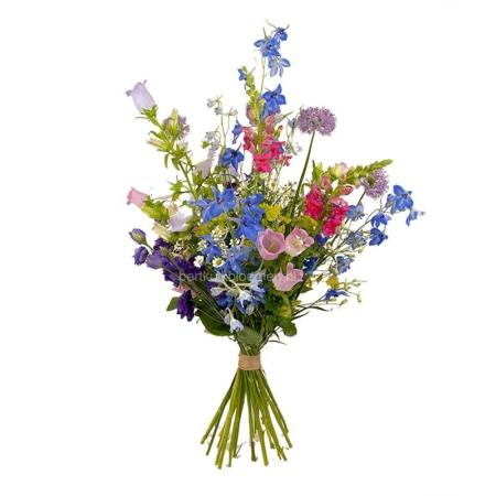 Een boeket vol met mooie luxe zomerbloemen in roze, lila en blauwe tinten.